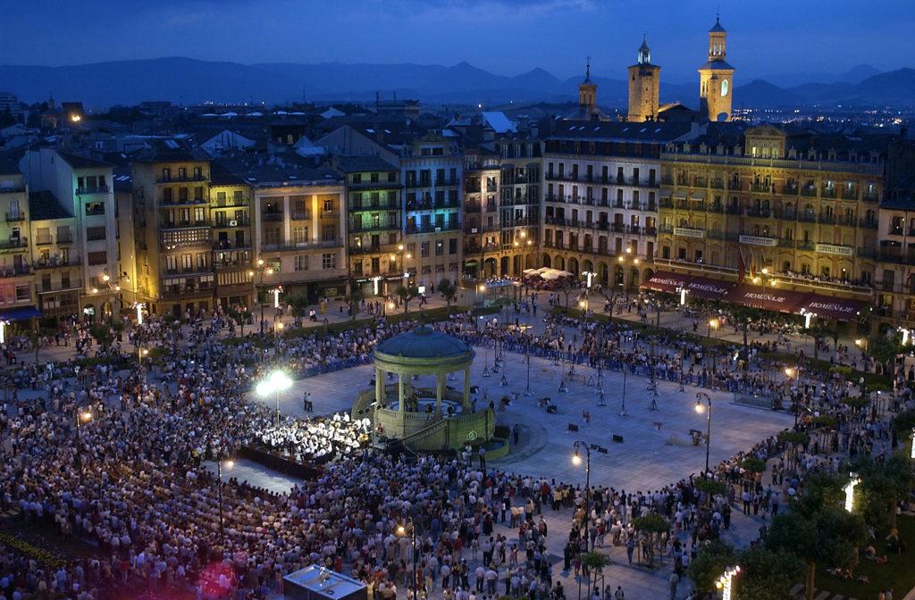 Main_square_plaza del castillo 7